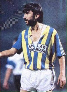 Ekim 1990 İnönü Stadı | Hırsından formasını yırtan Rıdvan Dilmen. (Fenerbahçe - Atalanta)