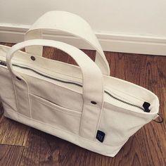 サンプル作ってます。 作りたかったファスナー。 ファスナーのとこサイズ調整してみたけどもうちょっと広げたほうがよかったかな でもやり直す時間がありません  #帆布 #バッグ #トート #トートバック #かばん #帆布かばん #帆布バッグ #サンプル #サンプルバッグ #bag #tote #totebag #canvas  #handmade #sewing
