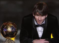 Lionel Messi is a football player and he belongs to agentina national team. He won the best football player in 2009 and Furnish your d. Best Football Players, Good Soccer Players, Football Fans, Lionel Messi, Messi 10, Antonella Roccuzzo, Argentina National Team, Club World Cup, World Of Sports