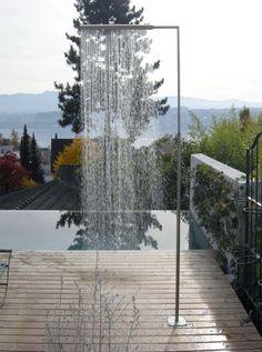 Design moderne de douche de piscine