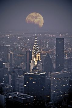 Full winter moon and the Chrysler building, New York