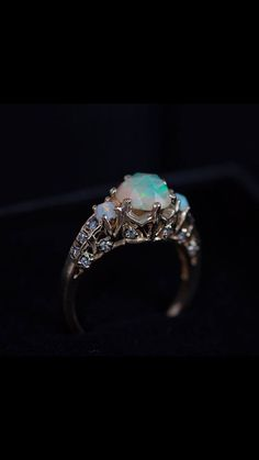 The ManiaMania Opal ceremonial engagement ring ❤️❤️❤️