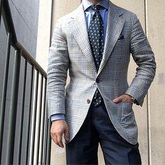 Pictoturo : Nice combination Gentleman Mode, Gentleman Style, Mens Fashion Wear, Gents Fashion, Man Jewelry, Suit Shirts, Charming Man, Glen Plaid, Knit Tie