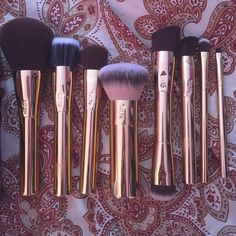 Tarte Brush Set ⚡️LIMITED EDITION⚡️ New in box. Never used authentic includes 8 brushes. NO TRADE. tarte Makeup Brushes & Tools
