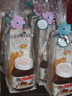 nutella at wedding Breakfast And Brunch, Handmade Christmas Decorations, Christmas Crafts, Nutella Gifts, Easter Snacks, Italian Party, Communion Favors, Edible Wedding Favors, Diy Crafts To Do