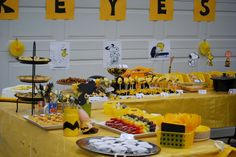 My son's 1st birthday party was a Charlie Brown themed party.  Most of the ideas for the party I found on Pinterest and adapted for his party so I wanted to pass them along...