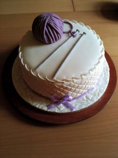 A particularly lovely knitting cake! Themed Birthday Cakes, Themed Cakes, Cake Icing, Cupcake Cakes, Cupcakes, Beautiful Cakes, Amazing Cakes, Monster Smash Cakes, Knitting Cake