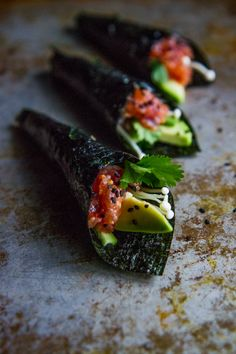 How to Make Spicy Tuna Handrolls