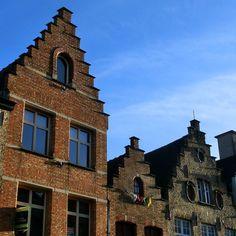 I loved the houses in #Bruges! The #architecture was #awesome! Ich habe die Häuser in #Brügge geliebt!  Die #Architektur ist toll!  #aussteigenbitte