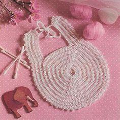 Hekel 'n skatlike borslappie Baby Bootees, Baby Knitting Patterns, Straw Bag, Rose, Crochet, Bags, Handbags, Pink, Chrochet
