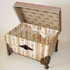 excellent craft idea! Cardboard Crafts, Paper Crafts, Cigar Box Crafts, Altered Cigar Boxes, Box Hinges, Origami Box, Pretty Box, Vintage Box, Diy Box