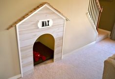 Great use of space under stairs and hall Home Office Design working space Dog house under the stairs. Style At Home, Sweet Home, Under Stairs Dog House, Diy Casa, Dog Houses, Dream Houses, My New Room, Home Fashion, My Dream Home