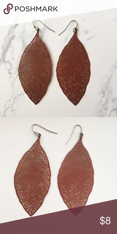 Stunning brown leaf earrings Forever 21 Great condition leaf earrings from Forever 21, a nice piece of jewelry for fall too Forever 21 Jewelry Earrings