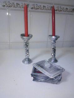 CASTIÇAIS E GUARDAJOIAS Candle Holders, Candles, Newspaper, Recycling, Flower, Craft, Porta Velas, Candy, Candle Sticks