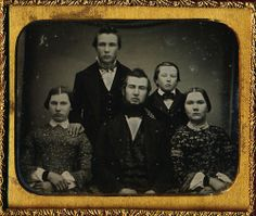 1/6 PLATE DAGUERREOTYPE - SUPER GROUP IMAGE OF A FAMILY OF FIVE - IN FULL CASE!