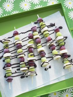 Use fresh #GrapesfromCA to whip up these delicious Frozen Grape and Banana Skewers with Chocolate Drizzle from @EllieKrieger! #SummerSnack #Sweepstakes
