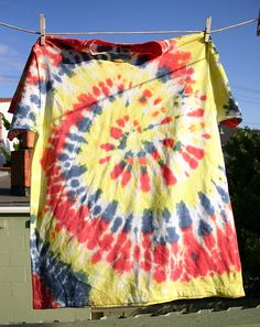 Tie Dye T-Shirts by Wendy Copley, via Flickr - Tutorial