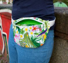 Marvelous Make a Hobo Bag Ideas. All Time Favorite Make a Hobo Bag Ideas. Sewing Patterns Free, Free Sewing, Kangaroo Baby Carrier, Fabric Crafts, Sewing Crafts, Sewing For Kids, Diy For Kids, Hip Bag, Kids Bags