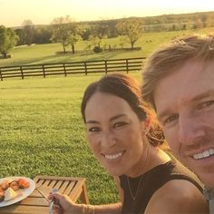 Let's be real here, Chip and Joanna Gaines give us the best kind of #RelationshipGoals.