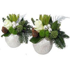 kerststukken modern - Google zoeken Christmas Flower Arrangements, Christmas Centerpieces, Xmas Decorations, Winter Christmas, Christmas Wreaths, Christmas Ideas, Arte Floral, Beading Patterns, Diy Gifts
