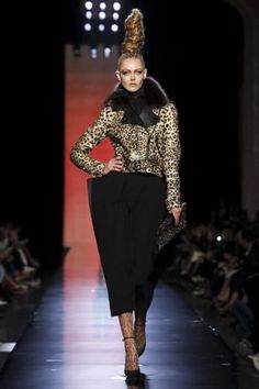 Discover NOWFASHION, the first real time fashion photography magazine to publish exclusive live fashion shows. Live Fashion, Fashion Show, Fashion Fashion, Wild In The Streets, Runway Fashion, Womens Fashion, Paris Shows, Couture Collection, Jean Paul Gaultier