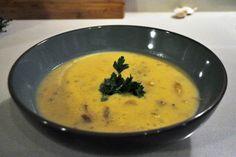 Σούπα με καισαρικούς Συνταγές με μανιτάρια το γάλα που δίνει μια υπέροχη βελούδινη υφή στη σούπα και η απαλή γεύση του μοσχοκάρυδου δένουν με το καισαρικό..