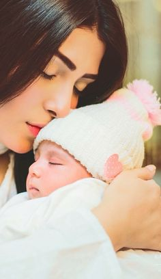 Aiza Khan and Danish Taimoor Blessed with a Baby Girl on Monday.Ayeza Khan Baby Name is Hoorain Taimoor. I Love You Mom, Mom And Dad, Teenager Outfits, Cara Delevingne, Alhamdulillah, Ayeza Khan Wedding, Couple With Baby, Couple Dps, Baby Girl Pictures