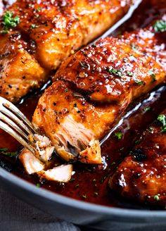 HONEY GARLIC SALMON - Succulent and tender salmon filets cooked in a mouthwatering simple honey garlic sauce, then broiled until sticky and caramelized. Made with simple ingredients, in one pan, and in just 20 minutes! #salmon #honeygarlic #onepan #easyrecipe #dinner #seafood #fish Delicious Salmon Recipes, Easy Salmon Recipes, Recipes For Salmon Filets, Fish Recipes, Best Ever Salmon Recipe, Seafood Recipes, Honey And Soy Sauce, Honey Garlic Sauce, Honey Glazed Salmon Recipe