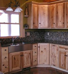 Kitchen Backsplash Ideas with Hickory Cabinets - Gorgeous Hickory Kitchen Cabinets Ideas Hickory Kitchen island. Rustic Kitchen Cabinets, Rustic Kitchen Design, Country Kitchen, Kitchen Decor, Kitchen Backsplash, Backsplash Ideas, Kitchen Ideas, Pine Cabinets, Distressed Kitchen