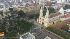Desde el aire se ve hermosa nuestra Iglesia de San Laureano en el centro de Bucaramanga. Gracias @PoliciaBmanga por la foto #bucaramangabonita