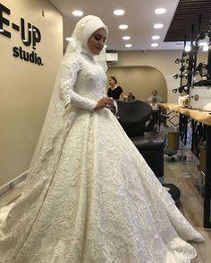 Bridal Hijab, Hijab Bride, Pakistani Wedding Dresses, Indian Muslim Bride, Muslim Brides, Muslim Couples, Muslim Women, Nigerian Weddings, African Weddings