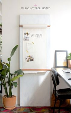 Diy Studio Note Roll Board (by A Pair And A Spare) I love this memo-solution. Maybe I can work something out with my IKEA paper roll. Home Projects, Home Crafts, Diy Home Decor, Diy Crafts, Diy Interior, Interior Design, Diy Design, Diy Casa, Idee Diy