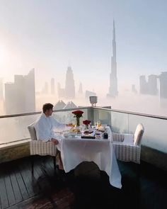 Literally didn't need a coffee to wake up this morning ☁️ enjoy the spectacular views from @shangrila_dubai! . #dubai#uaelife#breakfastfood#morningview#dirtybootsandmessyhair#vacations#beautifulhotels#bestvacations#hotelsandresorts