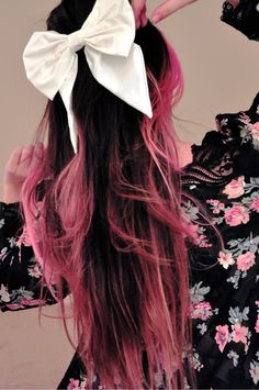 Black and pink hair ♥ ♥ ♥ one of these days I will pull this off