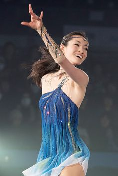 Figure Skating Outfits, Figure Skating Costumes, Figure Skating Dresses, Gymnastics Outfits, Beautiful Athletes, Medvedeva, Fantasy Gowns, Skate Style, Beautiful Figure