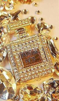Parfum N° 5 by Chanel Ode An Die Freude, Bottle Jewelry, Beautiful Perfume, Bling, Shades Of Gold, Gold Fashion, Coco Chanel, Perfume Bottles, Just For You