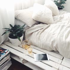 bedroom inspo but add splashes of colour and hanging plants? Dream Rooms, Dream Bedroom, Home Bedroom, Bedroom Decor, Bedroom Inspo, Bedroom Ideas, Bedrooms, Cool Apartments, New Room