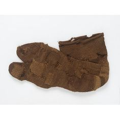 "naalbound Sock  410-540 AD  wool naalbinding (note in V description they use the term ""single needle knitting). Roman from Egypt."