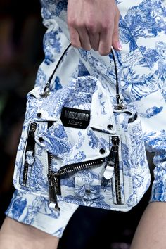 Moschino at Milan Fashion Week Fall 2020 - Details Runway Photos Sac Moschino, Fashion Terminology, Best Tote Bags, Shoulder Handbags, Shoulder Bag, Best Purses, Travel Handbags, Milan Fashion Weeks, London Fashion