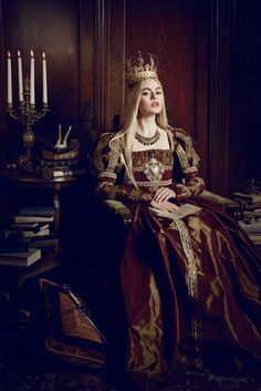 "Young Cersei Lannister (The Look: Lucrezia Borgia - part of the ""Lucrezia"" series by Viona Ielegems) Costume Roi, Moda Medieval, Portfolio Pictures, Queen Aesthetic, Fantasy Photography, Macabre Photography, Fashion Photography, Fantasy Costumes, Medieval Fantasy"