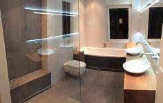 Mooie badkamer met betontegels, rustig en strak