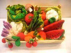 """Kaufmannsladen & Küche - """"Bio""""- Gemüse- Obstkiste aus Filz für die Kleinen - ein Designerstück von acool bei DaWanda"""