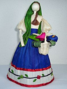 love the reboso n details in the bottom of her dress n tbe basket Mexican Party, Mexican Birthday, Mexican Corn, Corn Husk Crafts, Chicano Love, Corn Husk Dolls, Bunny Nails, Mexican Crafts, Origami Butterfly