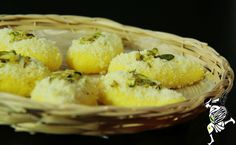 Chom chom is a delicate sweet with a slight hint of kesar and tastes great when served chilled. It is one of the popular sweets of Bengal. Indian Food Recipes, Asian Recipes, Indian Foods, Holi Special, Durga Puja, Indian Sweets, Online Gifts, Sweet Tooth, Tasty
