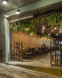 Image 17 of 21 from gallery of Botequim Sapucaí / Alfredo Lanna Neto + Mateus Castilho. Restaurant Door, Decoration Restaurant, Outdoor Restaurant, Restaurant Concept, Rustic Restaurant, Coffee Shop Design, Cafe Design, Plafond Design, Outdoor Cafe