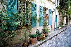 Rue des Thermopyles - Métro Pernety    Square Alberto Giacometti  Ouverture :  - 9h30 en semaine  - 9h samedi, dimanche et jours fériés  Fermeture :  20h30 du 1er mai au 31 aoüt