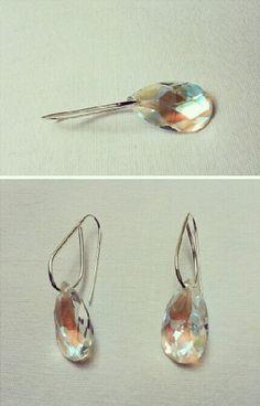 Brinco em prata 950 com pedra furta cor. 950 silver earring with iridescent color stone.