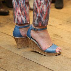 Blauwe open schoenen met sleehak!