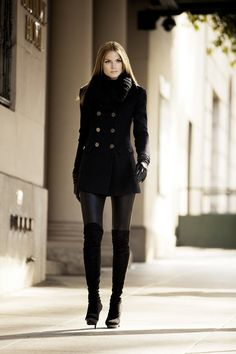The Chic Technique: Womens Winter Fashion Coat in Black - Street Style Look Fashion, Runway Fashion, Womens Fashion, Fashion Trends, Street Fashion, Fashion Black, Fall Fashion, Fashion Boots, Trendy Fashion
