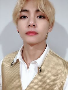 taehyung v soft bts edit grainy lq low quality kim taehyung bts lq kpop soft bot Taehyung Selca, Jungkook Jimin, Kim Namjoon, Bts Bangtan Boy, Seokjin, Bts Boys, Bts 2018, Daegu, Foto Bts